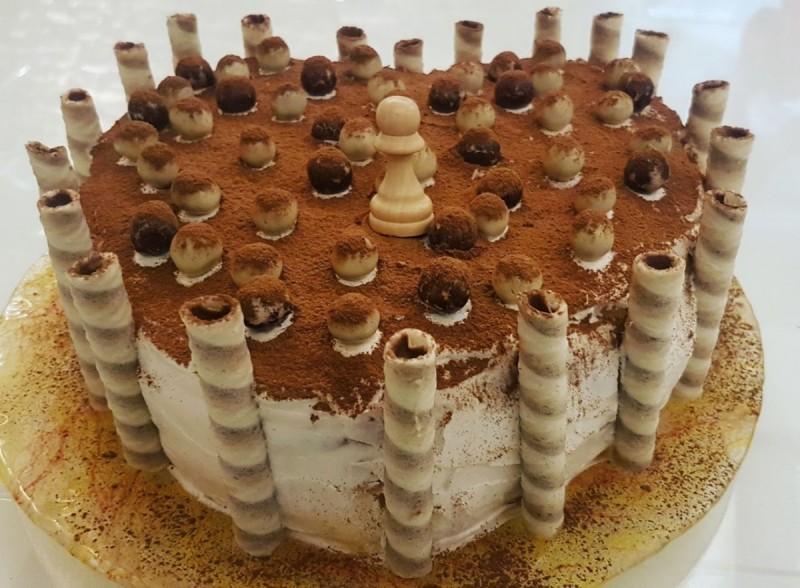 Кремаста торта со кроасани и пишкоти