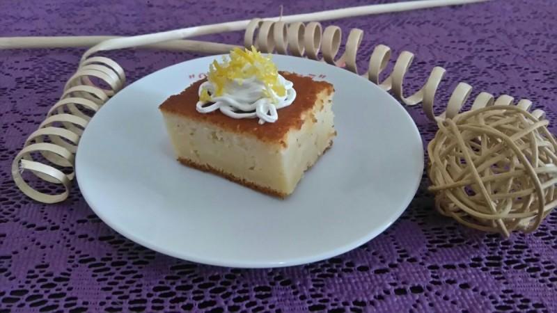 Лимон-јогурт колач со сируп