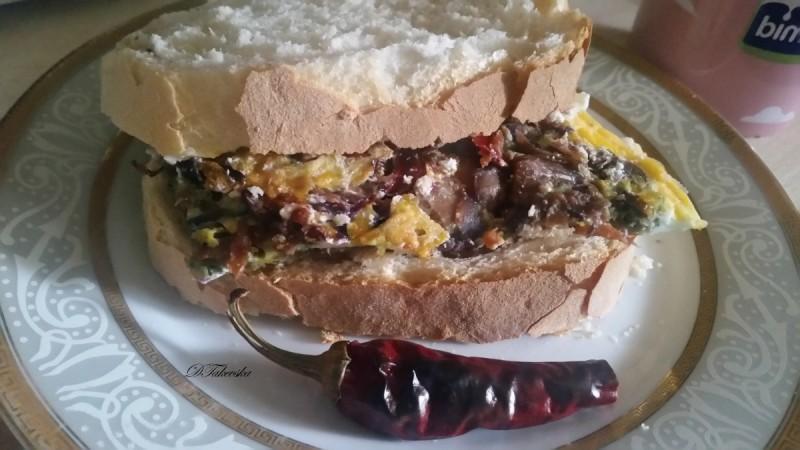 Сендвич со вкусен омлет