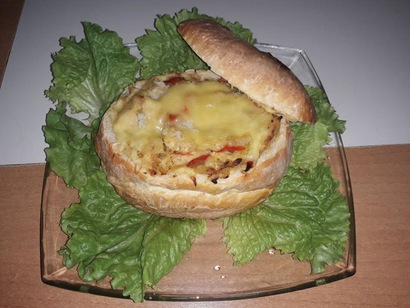 Потпечен полнет леб со пилешко