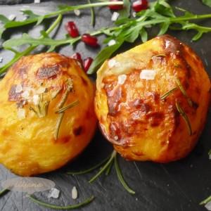 Печен компир со рузмарин и лук