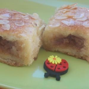 Сочен колач со јаболка и готови кори