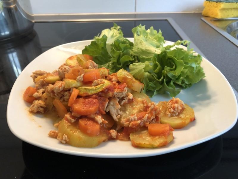 Мусака од тиквички и пилешко месо