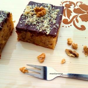 Сочен парен колач со чоколадо и прелив