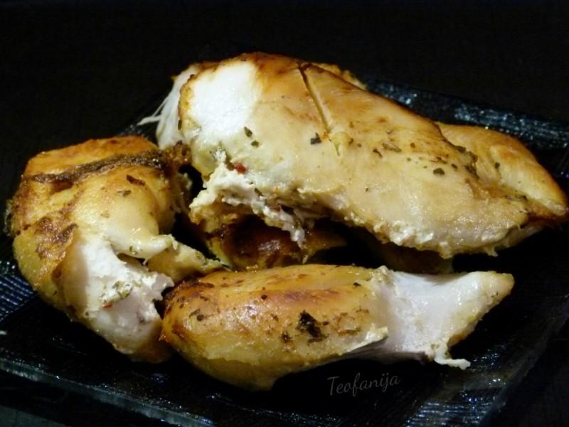 Печено пикантно пилешко во млеко