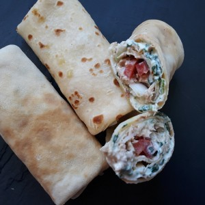 Солени палачинки со туна и крем салата со спанаќ (со гриз во тестото)