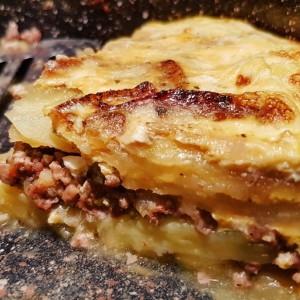 Мусака со компири, тиквички и мелено месо