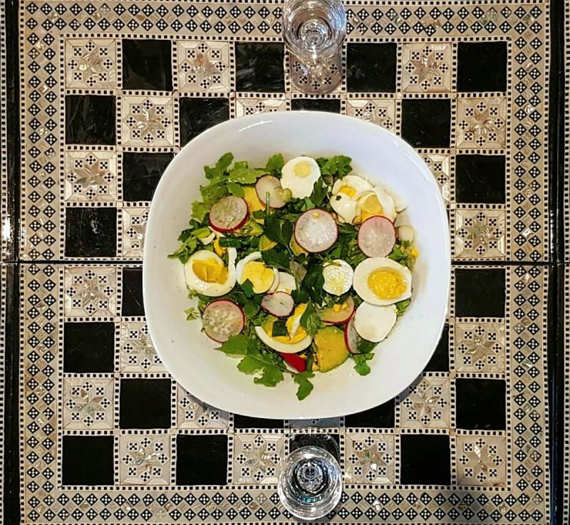 Мимоза салата збогатена со авокадо и рукола