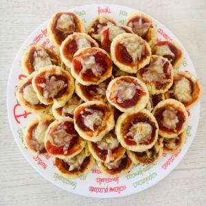 Мини пици - со путер и кисела павлака во тестото
