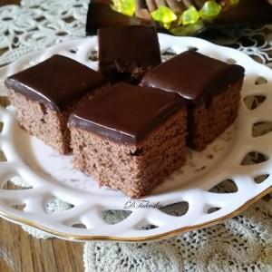 Чоколаден колач со кафе прелив