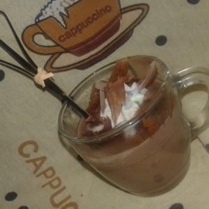 Топло чоколадо со млеко во прав и густин