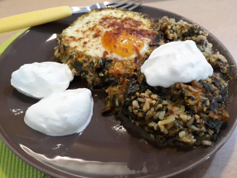 Тава со спанаќ, мелено месо и ориз