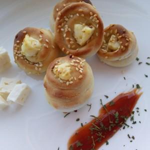 Ружички со биено сирење
