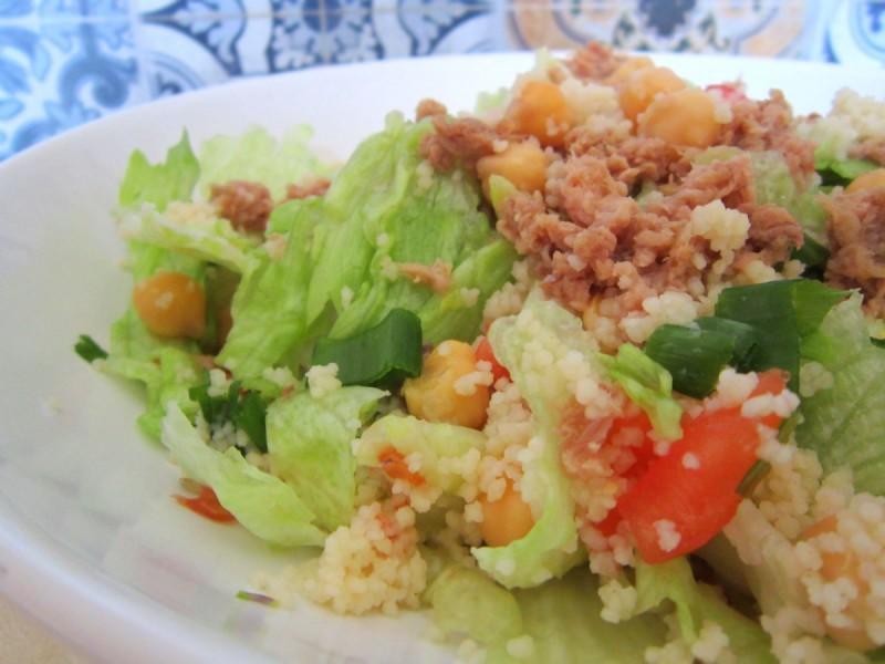 Оброк со туна, кус-кус и наут