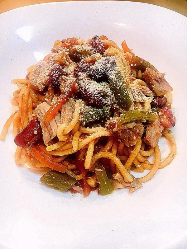 Шпагети со мексикански туна сос