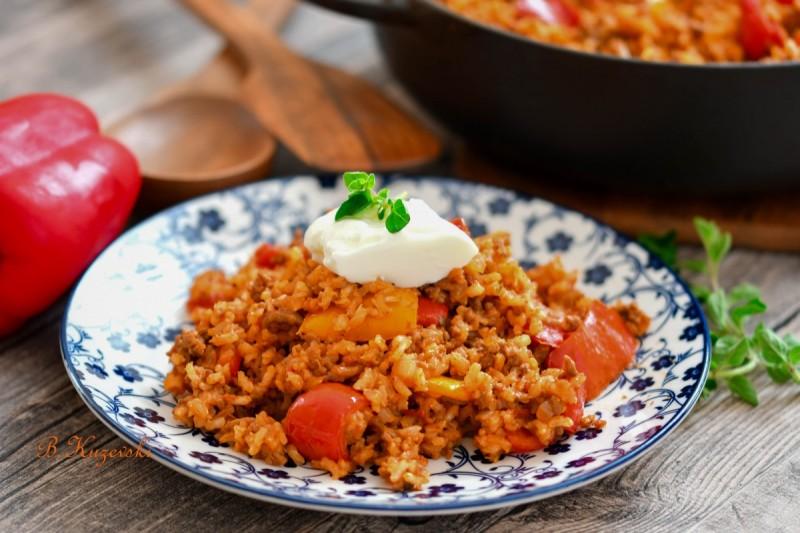 Брза тава со ориз и мелено месо