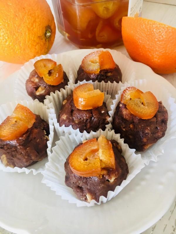 Бомбици со чајни колачи и портокал (без печење)