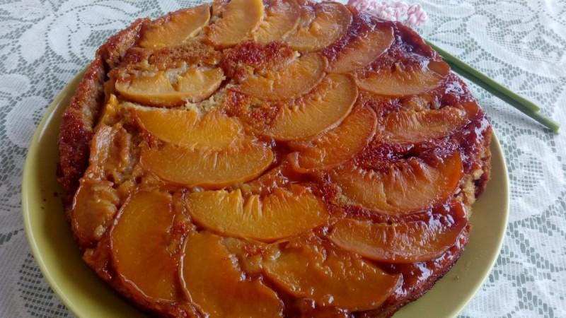 Карамел торта со компот од праски (посно)