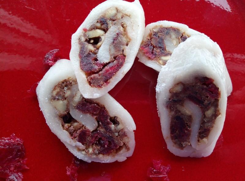 Ролат од локум со брусница и ореви