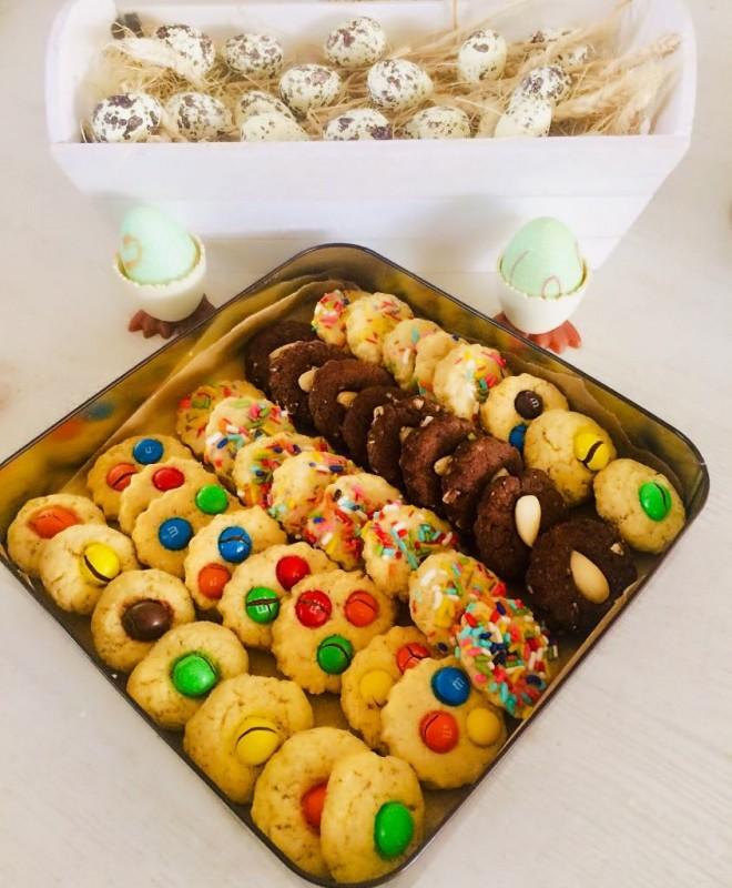 Бисквити со бадеми (два вида)