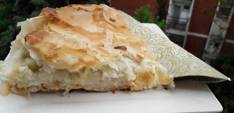 Домашен бурек со сирење и јајца од готови кори