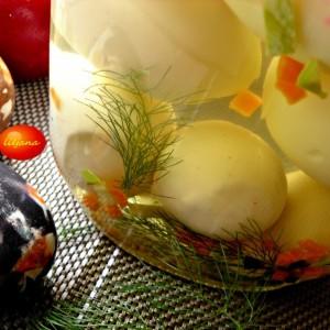 Пикантни маринирани јајца