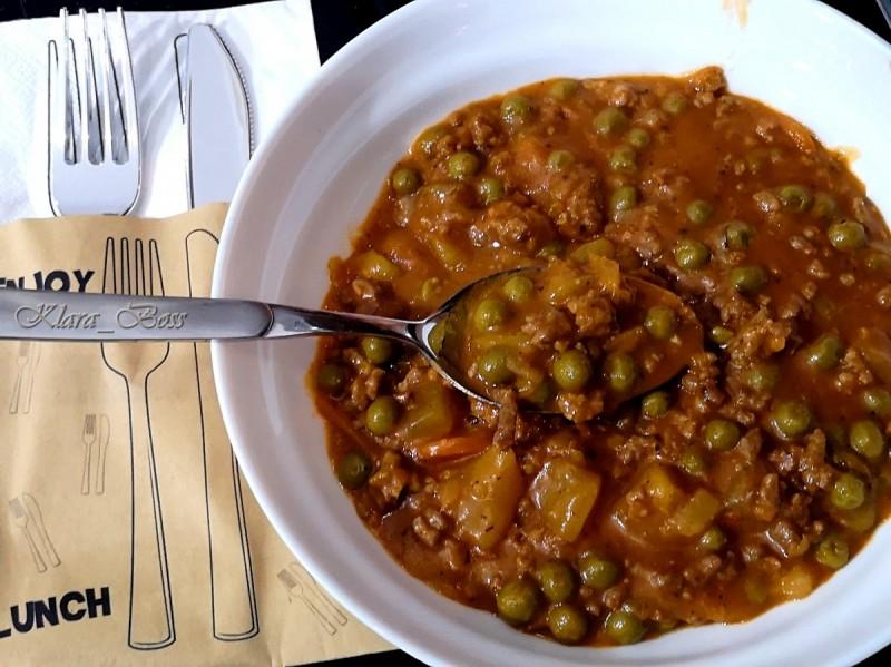 Мелено месо со грашак и компир