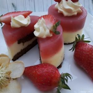 Мини колачи со јагоди