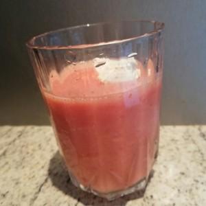 Освежителен јагода-портокал пијалок