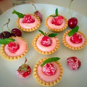 Колачиња со крем од јагоди