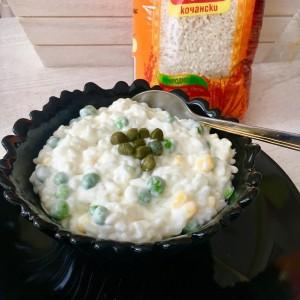 Крем салата со ориз и грашок