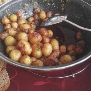 Млади компири со млад кромид