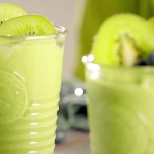 Видео рецепт: Волшебно зелено смути