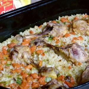 Батаци во тава ориз со млад кромид и морков