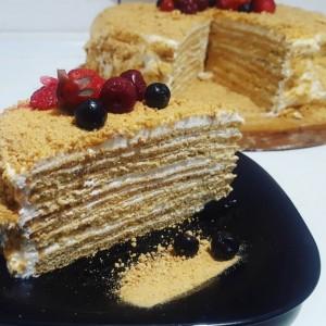 Торта со осум слоја - Медовик