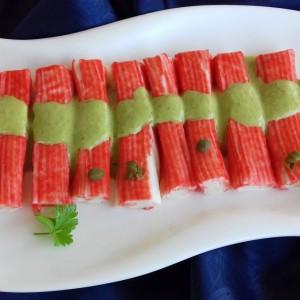 Сурими стапчиња прелиени со пикантен сос