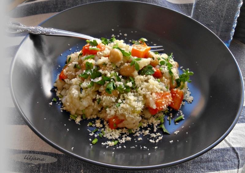 Кремасто зеленчуково рижото со наут
