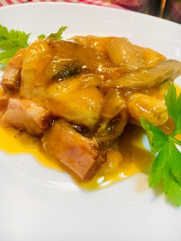 Пилешки стек со печурки