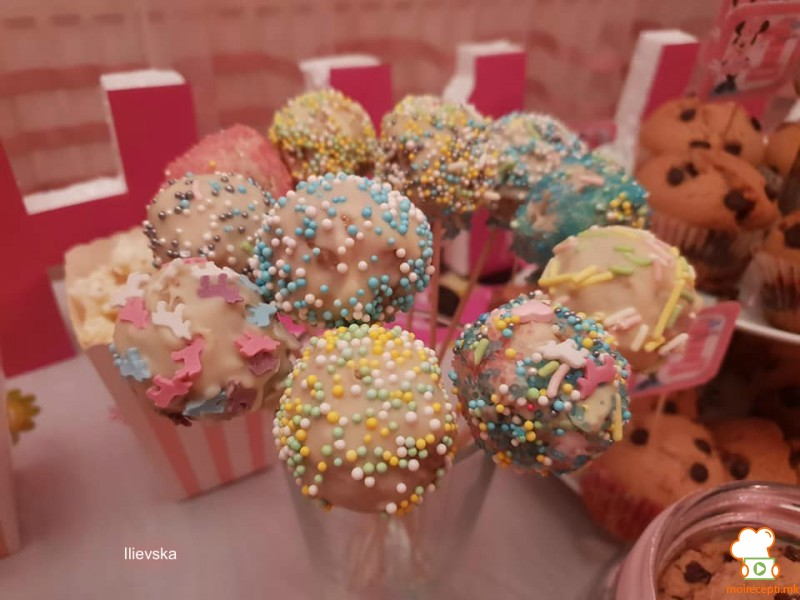 Cake pops-топчиња на стапче
