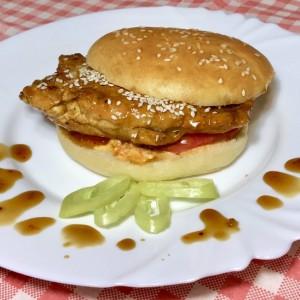Пилешки сендвич во сос од портокал