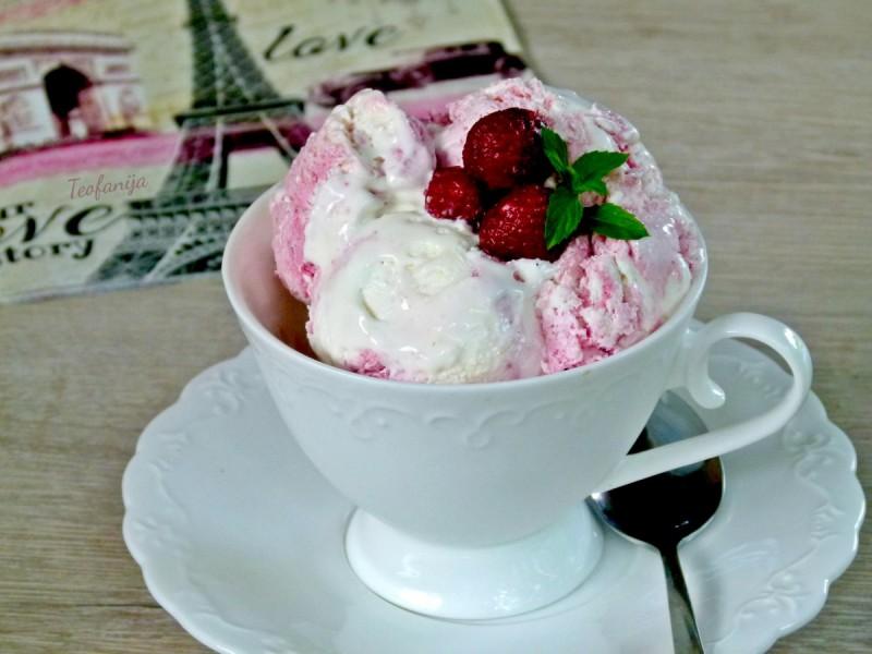 Сладолед со малини