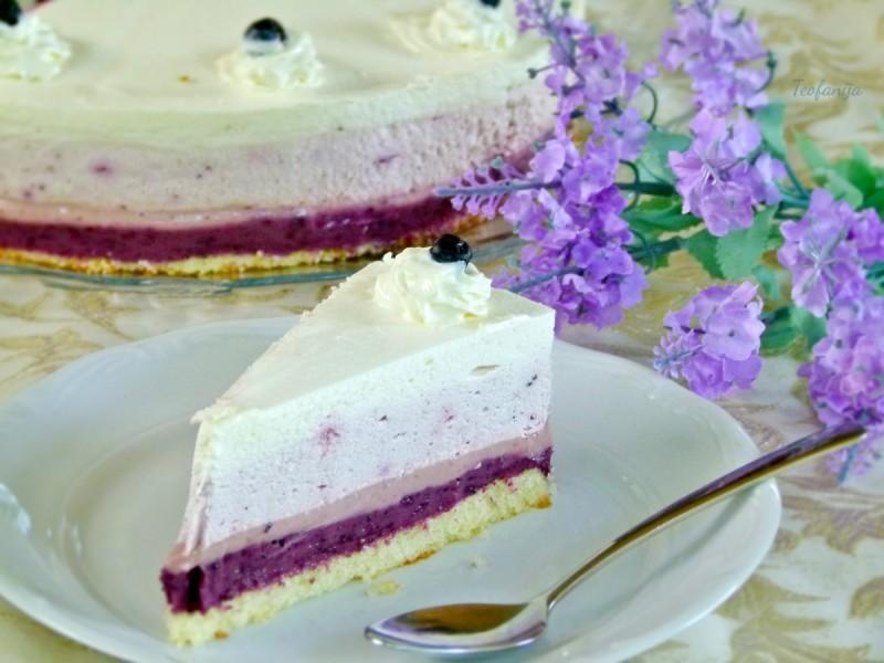 Торта со тробоен фил од аронија (без печење)