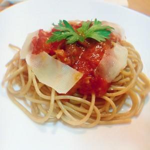 Интегрални шпагети со пршута сос