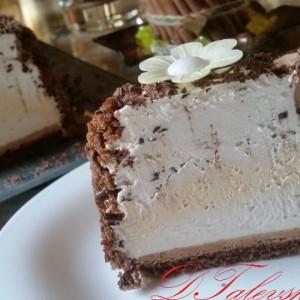 Сладолед торта со кајсии и Винчини тортички (без печење)
