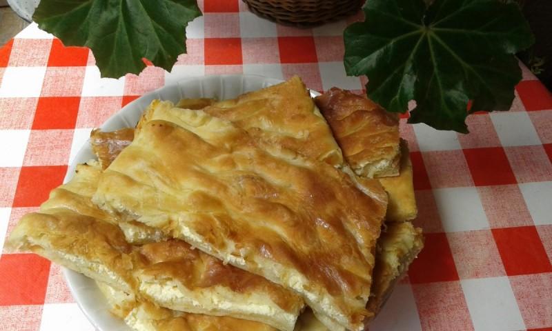 Битолска пита со сирење прелиена со млеко