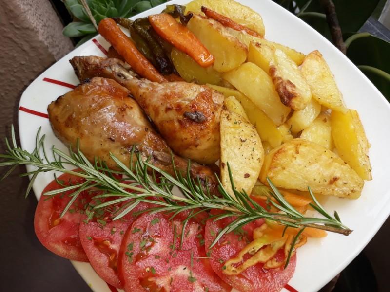 Пилешки батаци со компир и рузмарин
