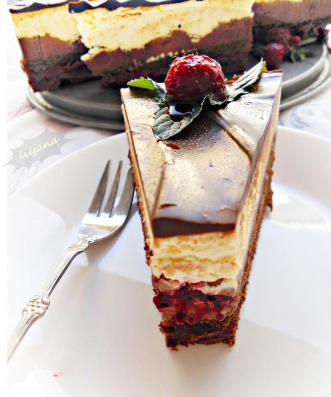 Крем торта со малини и чоколадо (без печење)
