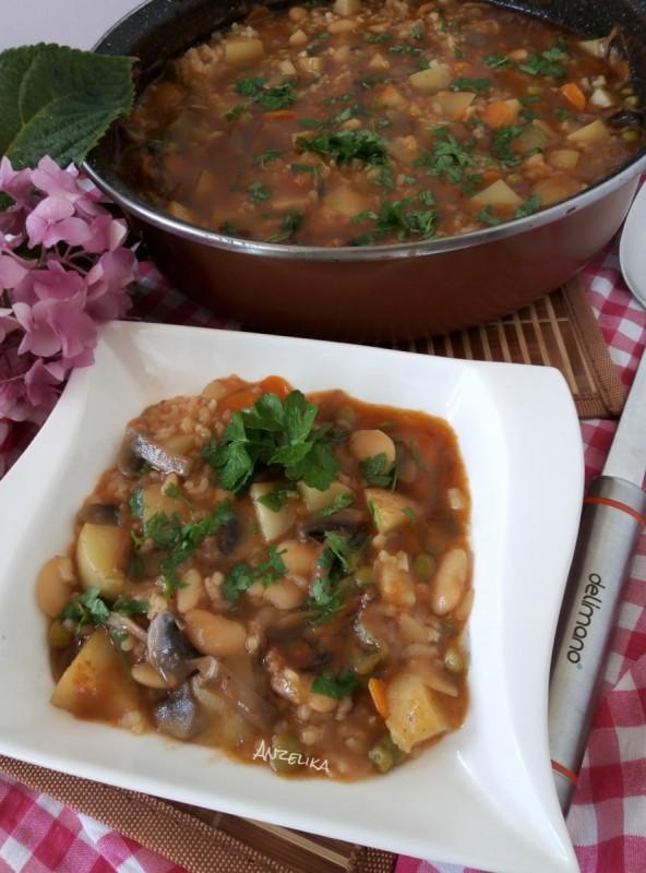 Мешана тава со печурки, грав, компири и ориз (посно)