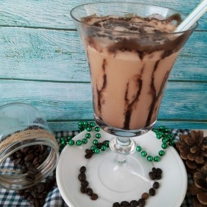Ладен пијалок со сладолед и кафе