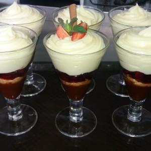 Ванила - карамел десерт во чаша